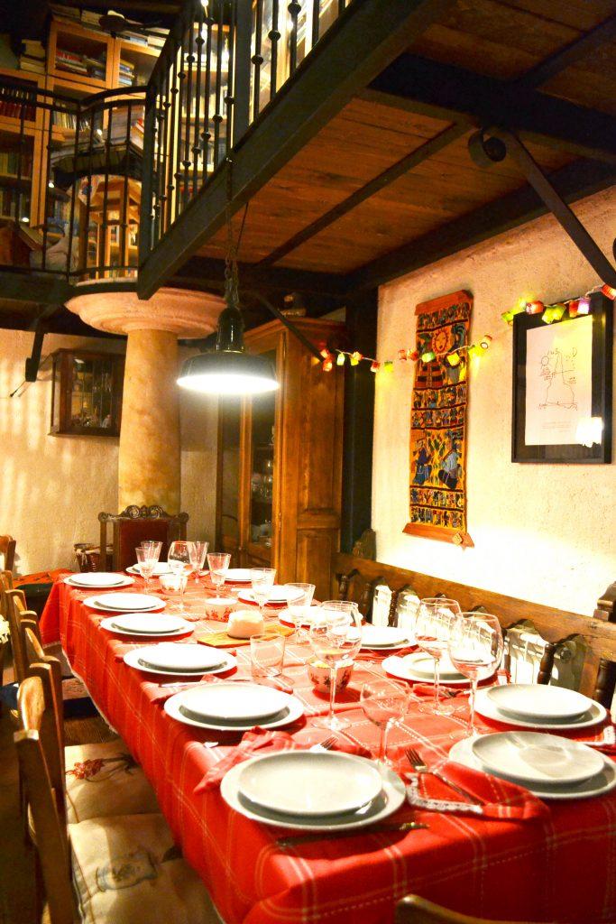 Mesa del salón Apartamento rural Las tenadas de Entrambasorillas en Zamora