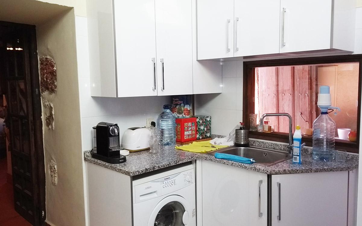 cocina lavadora y fregadero apartamentos en zamora entrambasorillas