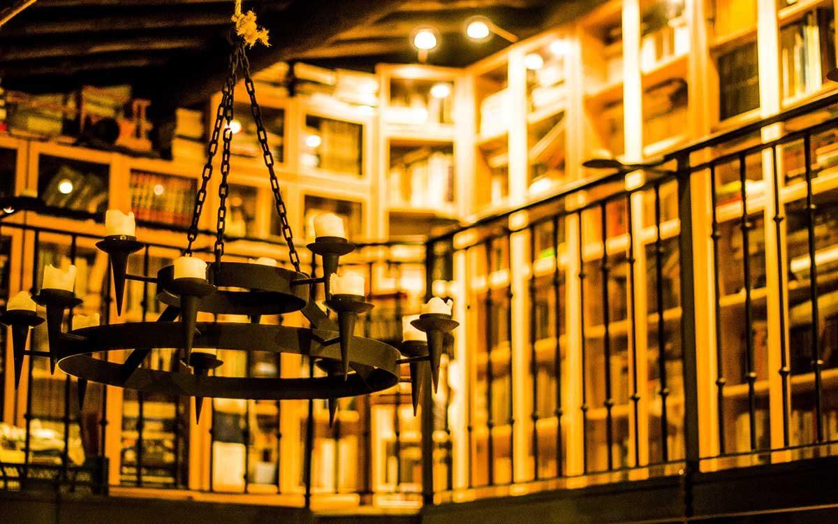 biblioteca detalle del salón