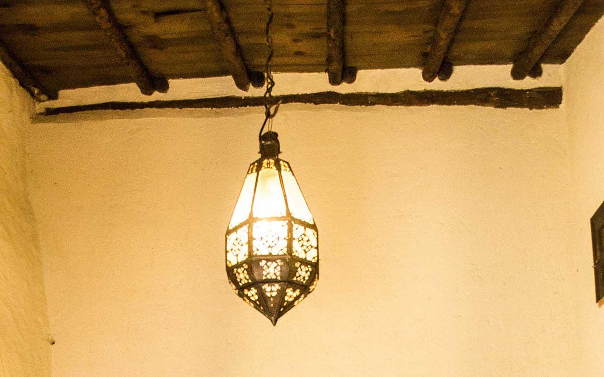 lámpara mudejar en la casa rural en Zamora Entrambasorillas