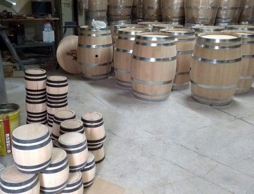 Fabricación actual de las barricas de la Casa Rural Entrambasorillas