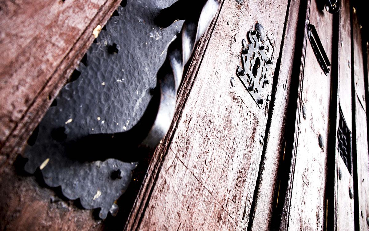 portón de los apartamentos rurales en zamora entrambasorillas